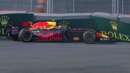 Max Verstappen sulle barriere proprio a fine della seconda sessione di libere