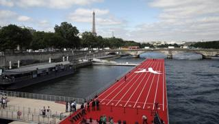 Parigi 100 m sulla Senna e l'Olimpiade diffusa...