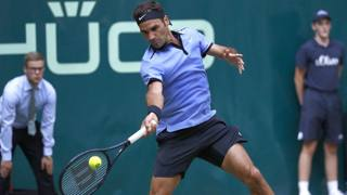 Roger Federer in azione ad Halle. Getty