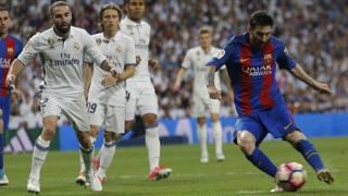 Leo Messi, 30 anni, durante l'ultimo Clasico. Ansa