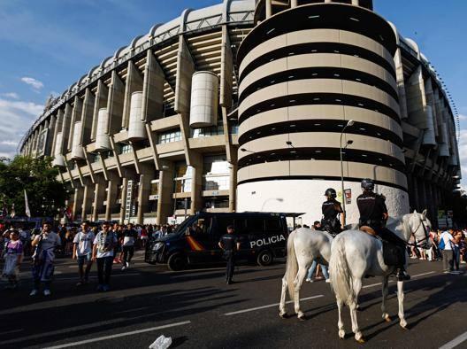 L'esterno dello stadio Santiago Bernabeu. Afp
