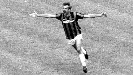 Pietro Paolo Virdis, 60 anni oggi, nella foto con la maglia del Milan.