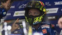 Valentino Rossi ai box della Yamaha