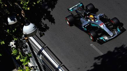 Lewis Hamilton in azione a Baku. Getty