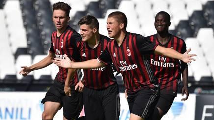Riccardo Tonin, 16 anni, festeggia con i compagni il primo gol nella finale scudetto Under 16. Getty Images