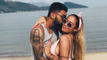 Gabigol , 20 anni insieme alla fidanzata, la sorella di Neymar. Instagram