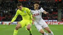 Thomas Foket (a sinistra), 22 anni, in azione contro il Tottenham. LAPRESSE