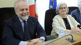 Il presidente del Napoli Aurelio De Laurentiis con la presidente della commissione parlamentare antimafia Rosy Bindi. Lapresse
