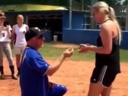 La proposta di matrimonio dell'allenatore svedese DA FACEBOOK