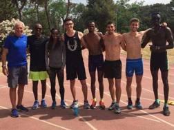 Il gruppo con l'etiope sulla pista del Parco Virgiliano di Napoli