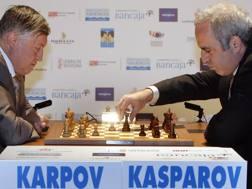 A destra Kasparov con lo storico rivale Karpov in una esibizione del 2009