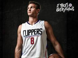 Danilo Gallinari, 28 anni, con la sua nuova numero 8 dei Clippers (via Twitter.com/LAClippers)