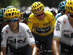 Chris Froome in maglia gialla.
