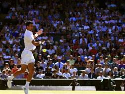 Il muro di spettatori parte integrante del fascino di Wimbledon. LaPresse