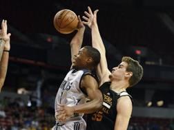 Dennis Smith in action contro i Suns.