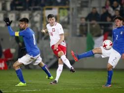 Dawid Kownacki con la maglia della Polonia U21 contro l'Italia.