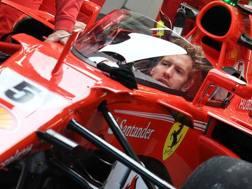Vettel in auto con lo Shield protettivo che testerà venerdì