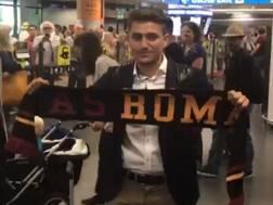 Cengiz Ünder, oggi compie 20 anni, qui all'aeroporto di Fiumicino