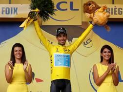 Fabio Aru per il secondo giorno in maglia gialla. Reuters