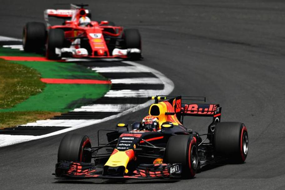 Verstappen e Vettel in lotta. Getty