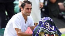 Roger Federer commosso con lo sguardo rivolto ai 4 figli dopo il trionfo. Epa