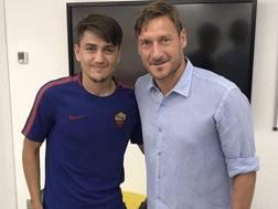 Francesco Totti con il nuovo acquisto Cengiz Ünder, 20 anni. Instagram