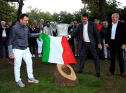 Francesco Molinari celebra la sua vittoria del 73° Open d'Italia al Golf Club Milano. Scaccini