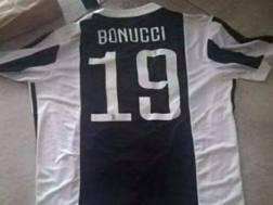La ex maglia della Juve di Bonucci. (Foto Codacons)