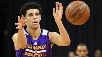 Lonzo Ball, 19 anni, seconda scelta al draft 2017. Reuters