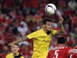 Davide Lanzafame in azione in Champions. Epa