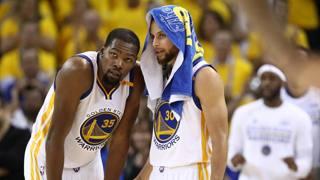 Kevin Durant e Steph Curry, i due mvp dei Warriors. Afp