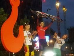 Da sinistra Viganò, Fortin e Briggs sul podio di Londra
