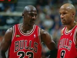 Da sinistra: Michael Jordan e Ron Harper, compagni di squadra nei Chicago Bulls dal 1995 al 1998
