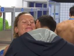Federica Pellegrini abbraccia Filippo Magnini. Da Sky