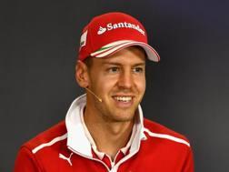 Sebastian Vettel sorride in Ungheria. Getty