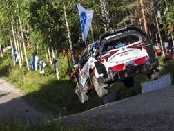 Grande spettacolo al rally di Finlandia. Afp