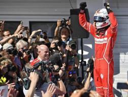 Sebastian Vettel dopo il trionfo in Ungheria. Epa