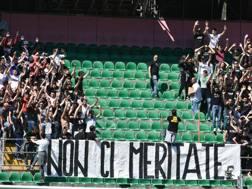 La contestazione dei tifosi durante lo scorso campionato. Ansa