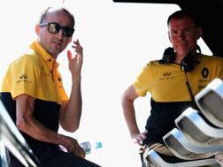 Il braccio destro di Kubica mostra indelebili i segni dell'incidente del 2011. Getty
