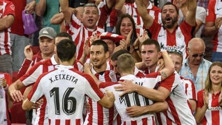 La festa dell'Athletic Bilbao nel preliminare contro la Dinamo Bucarest. Epa
