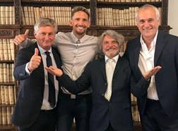 Gastón Exequiel Ramírez con il presidente Ferrero e i dirigenti della Samp. Foto sito Sampdoria
