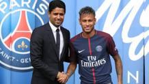 Al-Khelaïfi e la stretta di mano con Neymar. Lapresse