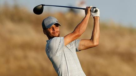 Stephen Curry, 29 anni, sul campo da golf. AFP