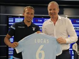 Lucas Leiva, 30 anni, centrocampista Lazio, con il d.s. Igli Tare. Getty Images