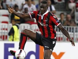 Mario Balotelli in azione col Nizza. Ansa