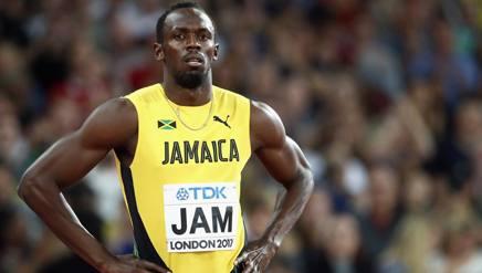 Usain Bolt, 31 anni, sconsolato sulla pista di Londra. Getty Images