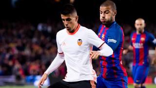 João Pedro Cavaco Cancelo, 23 anni, affronta Rafinha del Barcellona. GETTY