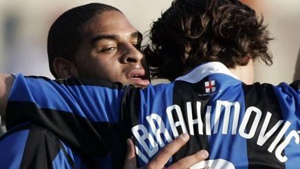 L'abbraccio tra Adriano e Ibrahimovic. Reuters