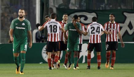L'Athletic Bilbao festeggia il primo gol di Aduriz. Reuters