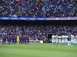 Il minuto di raccoglimento per le vittime dell'attentato di Barcellona. Afp